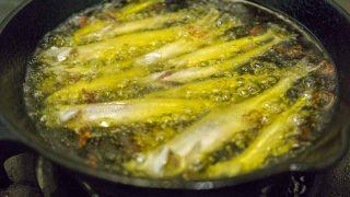 【ワカサギ料理】ニンニク風味が食欲をそそる!ワカサギやりすぎアヒージョ