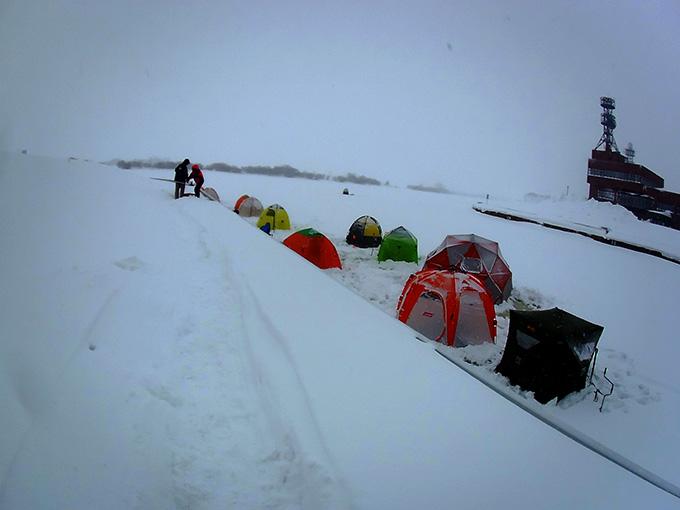 石狩放水路のテント